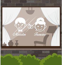 Aniversario - hombre y de la mujer con los anillos